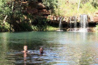 Petite baignade matinale à Fern pool