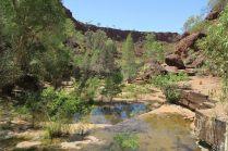 Le fond de la gorge Dales, avec son lit presqu'asséché découpé en nombreuses plaques de roche