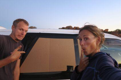 """On a fait remplacer notre sac poubelle par quelque chose de plus """"durable"""" le temps de redescendre vers Perth"""