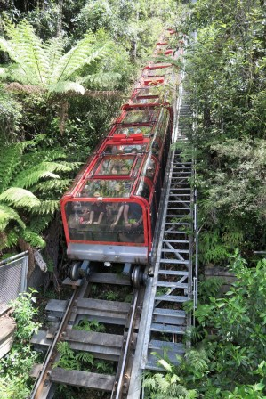 "Le funiculaire qui descent à ""Scenic world"""
