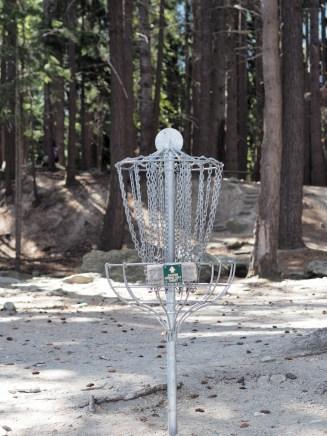 """Une cible de """"golf frisbie"""""""