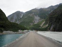 Sur la route vers le glacier (là où etait encore le glacier Fox il y a quelques années de cela...)