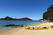 Petite pause déj sur une des nombreuses plages du parc Abel Tasman