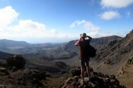 Ju en plein shooting photo au Tongariro Alpine Crossing