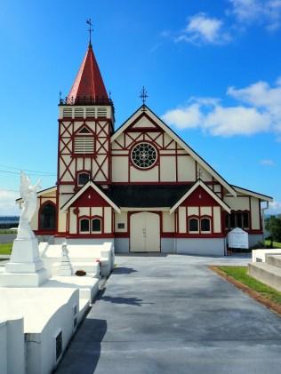 Dans le village Maori de Ohinemutu, une église Anglicane