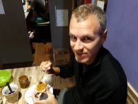 Julien se régale de Duce De Luche (qui ressemble un peu au Nutella) en Argentine