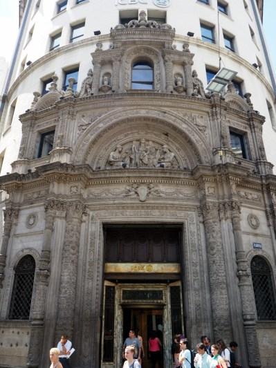 Devanture d'une banque à Buenos Aires