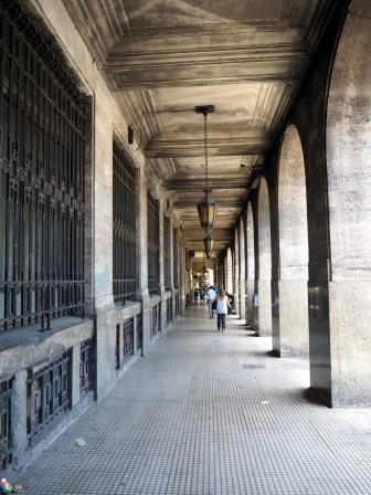 Des allées couvertes aux alentours du Centro Cultural Néstor Kirchner
