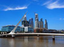 Le Puente de la Mujer (en français Pont de la Femme) dans le quartier Puerto Madero, Buenos Aires