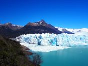 """Vue (excentrée à droite) de la """"proue"""" du glacier Perito Moreno"""