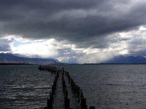 Sur les rives du Fjord à Puerto Natales