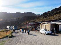 La queue pour acheter l'entrée du parc Torres Del Paine