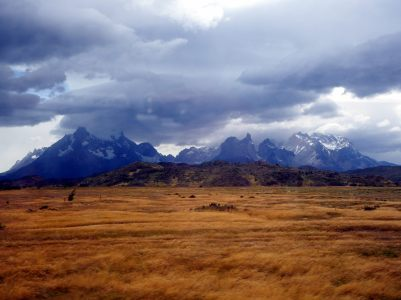 Les montagnes de Torres Del Paine depuis le Sud du parc