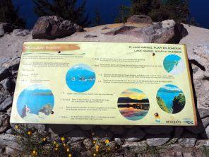 panneau explicatif devant chaque lac