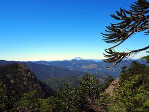Vue sur le volcan Villarrica lors de la montée du Cerro San Sebastian