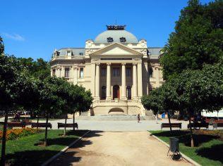 Le musée d'Art contemporain derrière le musée des Beaux Arts (Museo Nacional de Bellas Artes)
