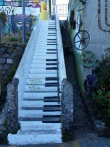 Fresque sur les marches d'un escalier à Valparaiso