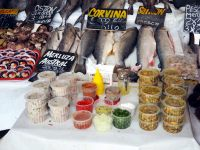Ceviche de divers poissons/fruits de mer, préparés au port de pêche de Valparaiso