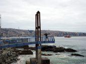 Julien fait le malin le long de la plage de Valparaiso