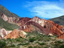 Paseo de Los Colorados qui fait le tour de la montagne aux 7 couleurs