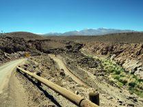 Sur la route entre les Geysers du Tatio et SAn Pedro de Atacama, une route sinueuse