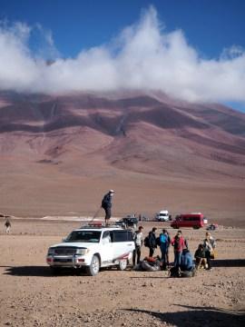 Une fois la frontière passée, les 4x4 arrivent d'Uyuni pour embarquer les équipages. C'est parti pour 3 jours d'excursion !