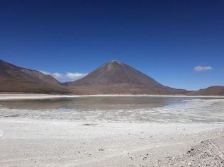 Laguna Verde et le volcan Licancabur en fond