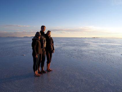 Caroline, Julien et Elise au salar d'Uyuni