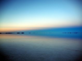 L'horizon du salar d'Uyuni, au lever du soleil