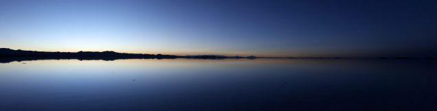Panorama du salar d'Uyuni au lever du soleil