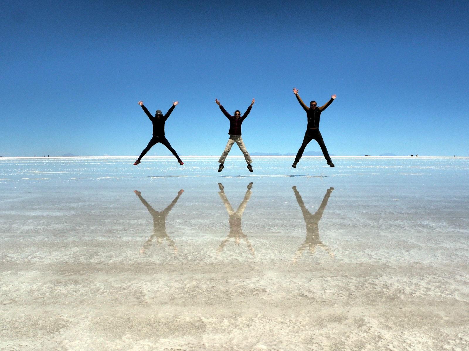 Caro, Elise et Julien au salar d'Uyuni