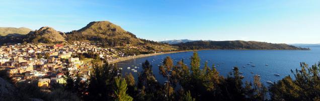 La ville de Copacabana sur les bords du lac Titicaca
