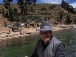 Le pilote de notre bateau alors qu'on repars de l'Isla de la Luna en direction de l'Isla del Sol