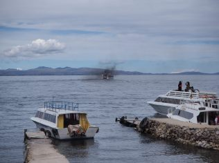 La pollution des bateaux qui arpentent le lac Titicaca