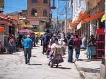 De nombreux boliviens dans les rues de Copacabana à l'occasion d'une assemblée publique