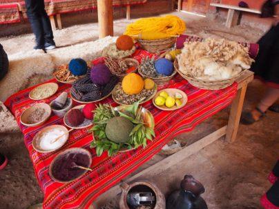 Démonstration de techniques traditionnelles de tissage, vallée sacrée des Incas