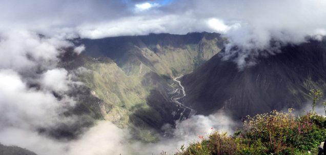 Panorama sur la vallée du Rio Urubamba, Machu Picchu