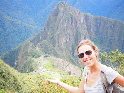 Elise devant le site du Machu Picchu