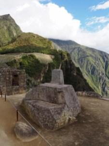 """L'Intihuatana, au sommet du quartier sacré de la zone urbaine. Son nom signifie """"où on attache le soleil"""""""