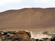 Le Chandelier de Paracas, géoglyphe d'environ 180 m de long et 70 m de large, au coeur de la réserve nationale de la péninsule de Paracas