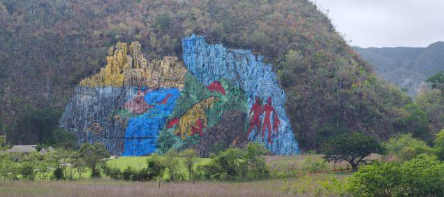Mural de prehistoria, une fresque géante (80 m de haut et 120 de large) commandée par Fidel Castro à l'artiste cubain Leovigildo González, sensée représenter l'évolution biogéologique de la zone