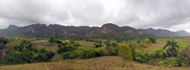 Panorama avec vue sur les buttes karstiques de la zone de Vinales