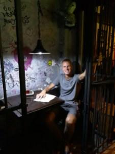 Dans un restaurant installé dans une ancienne prison, on mange en cellule ! La Havane