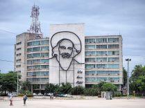 """Hommage à Camilo Cienfuegos, le troisième """"barbus"""" de la révolution cubaine"""