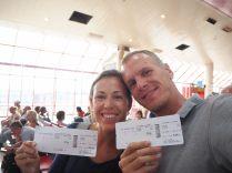 Elise et Julien à l'aéroport international de Cuba, pour leur dernier vol de retour du tour du monde