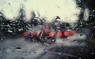 window-rain-car-traffic-lights-desktop-wallpaper
