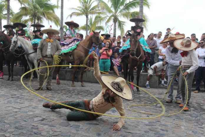 on Bahia Magazine Destinos – Tradicional desfile por el «Día del Charro» en  Puerto Vallarta