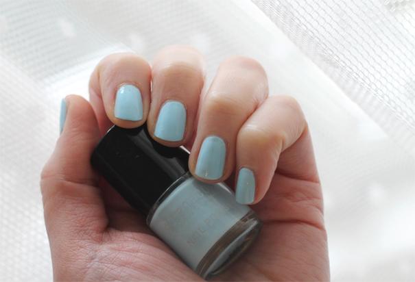 vegan_wedding_manicure_blue_benecos