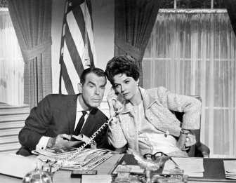 polly-bergen-as-president-leslie-mccloud-with-first-gentleman-fred-macmurray-in-kisses-for-my-president