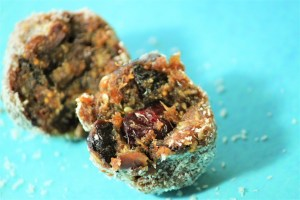Easy healthy Energy Bites -- made of fruits, nuts, seeds and no added sugar